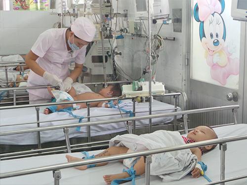 Trẻ điều trị cấp cứu tại Bệnh viện Nhi Đồng 1 (TP HCM)Ảnh: Nguyễn Thạnh