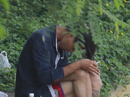 Một người nghiện vừa chích ma túy dưới chân cầu Nguyễn Tri Phương, quận 8, TP HCMẢnh: Hoàng triều