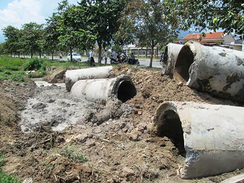 Cống nước thải bí mật của KCN Suối Dầu bị người dân phát hiện đã bị đào lên