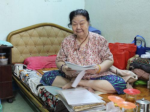 Tuổi đã cao, bệnh nặng, bà Trần Thị Bích mong muốn chính quyền sớm giải quyết vụ khiếu nại đòi lại nhà của bà