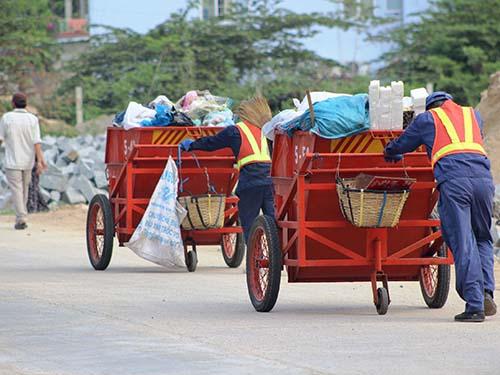 Công nhân Công ty Môi trường Đô thị Nha Trang làm việc vất vả nhưng bị mất nhiều quyền lợi
