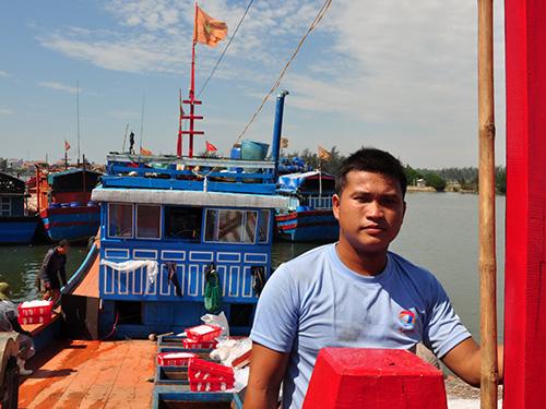 Ngư dân Bùi Văn Phải trở về sau 3 chuyến biển khai thác khá hiệu quả từ con tàu QNg 96149 TS do Quỹ Tấm lòng vàng Người Lao Động trao tặng
