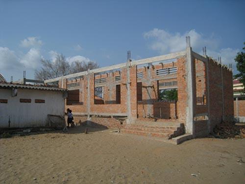 Ngôi trường đang xây dựng dở dang