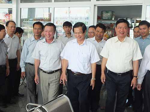 Bộ trưởng Đinh La Thăng kiểm tra Bến xe Trung tâm TP Đà Nẵng hồi tháng 6-2014ảnh: Hoàng Dũng