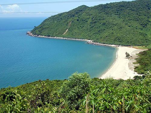 Đèo Hải Vân có địa thế an ninh quốc phòng rất quan trọng Ảnh: GIA KHANG