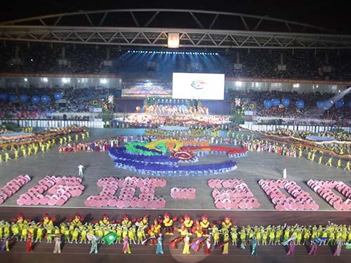 Mỗi khi đăng cai tổ chức đại hội thể thao tầm khu vực, cần cân nhắc kỹ càng.  Trong ảnh: Khai mạc Á vận hội trong nhà 2009Ảnh: Hải Anh