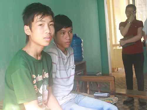 Hảo và Cường vẫn chưa hết lo sợ sau khi trốn thoát khỏi bãi vàng ở huyện Phước Sơn, tỉnh Quảng Nam