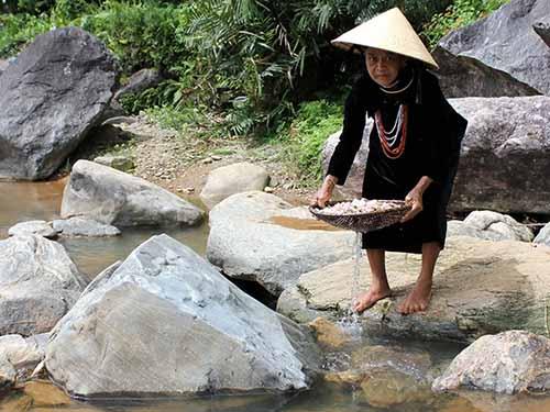 Công trình nước sạch bị hư hỏng, người dân phải sử dụng nước suối dù không bảo đảm vệ sinh