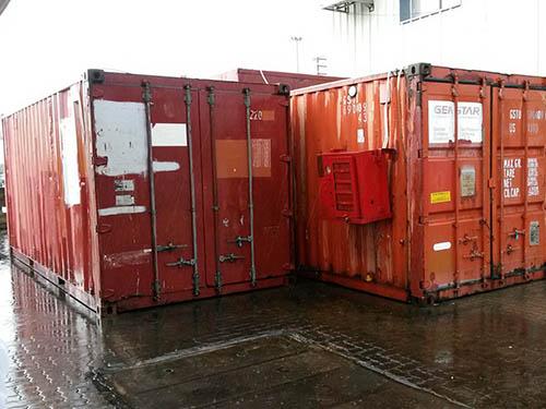 Hai container chứa dầu có chất độc hại đang nằm tại cảng Cái Lân, tỉnh Quảng Ninh