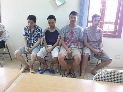 Bốn kẻ tham gia cá độ bóng đá bị Công an quận Hoàng Mai, TP Hà Nội bắt giữẢnh: Nguyễn Quyết