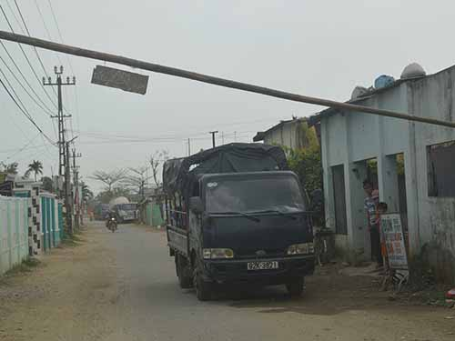 Người dân ngăn chặn xe tải của Cienco 4 vào công trường thi công