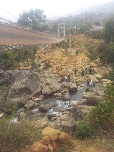 Cầu treo Chu Va 6 sau khi bị lậtẢnh: Nguyễn Quyết