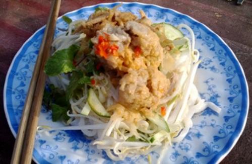 Bánh tằm Ngan Dừa ăn với xíu mại