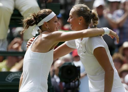 Vào đến bán kết đã là thành công với Lucie Safarova (trái)