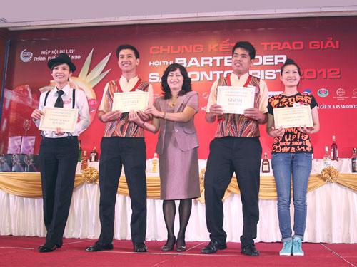 Các thí sinh đoạt giải Hội thi Bartender Saigontourist 2012
