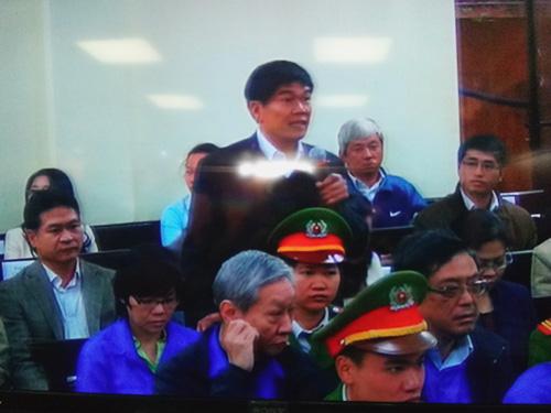 Ông Trần Đình Long (bầu Kiên) trình bày tại tòa chiều 2-12 - Ảnh chụp qua màn hình