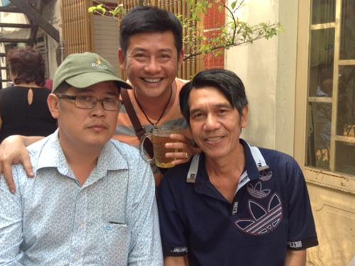 Tấn Beo và ông bầu Phước Sang, soạn giả Thạch Tuyền trong ngày giỗ nghệ sĩ Tấn Tài