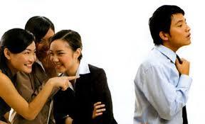 Làm việc trong môi trường bè phái, người lao động phải thể hiện bản lĩnh, năng lực chuyên môn của mình