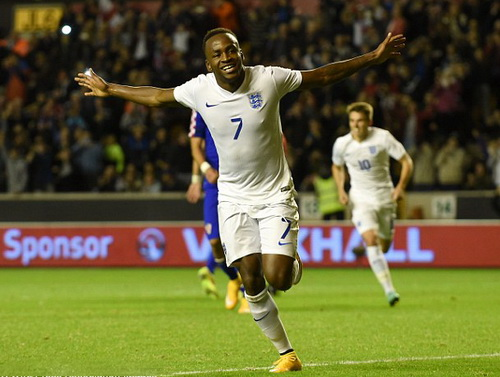 Berahino vui mừng sau pha lập công cho tuyển U21 nước Anh