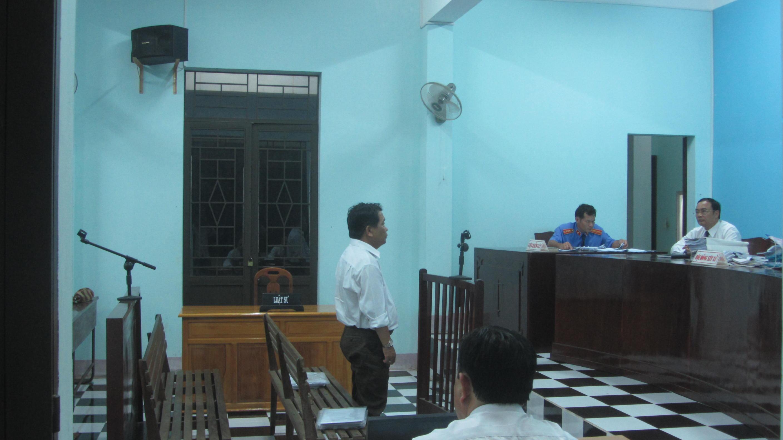 Bị cáo Đặng Quốc Khanh, nguyên Giám đốc Trung tâm dạy nghề thị xã La Gi bị phạt 12 tháng tù