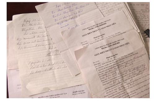 Giấy tờ Phạm Quang Hai biên nhận đã nhận tiền để xin việc
