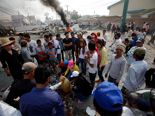 Campuchia: Đụng độ tại biểu tình, 5 người thiệt mạng