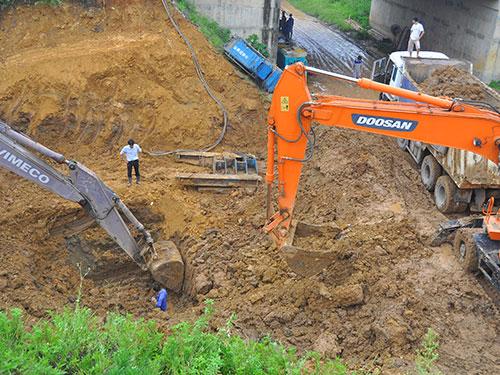 Đường ống nước Sông Đà đã có 9 lần xảy ra sự cố nứt, vỡ Ảnh: HÀ PHƯƠNG