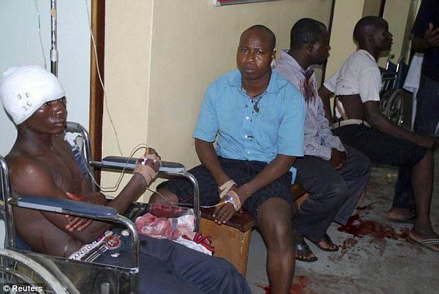 Các nạn nhân bị thương trong vụ đánh bom trung tâm thương mại ở Abuja hôm 25-6. Ảnh: Reuters