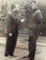 Đại tướng Võ Nguyên Giáp trong một lần bàn việc quân với Đại tướng Lê Trọng Tấn