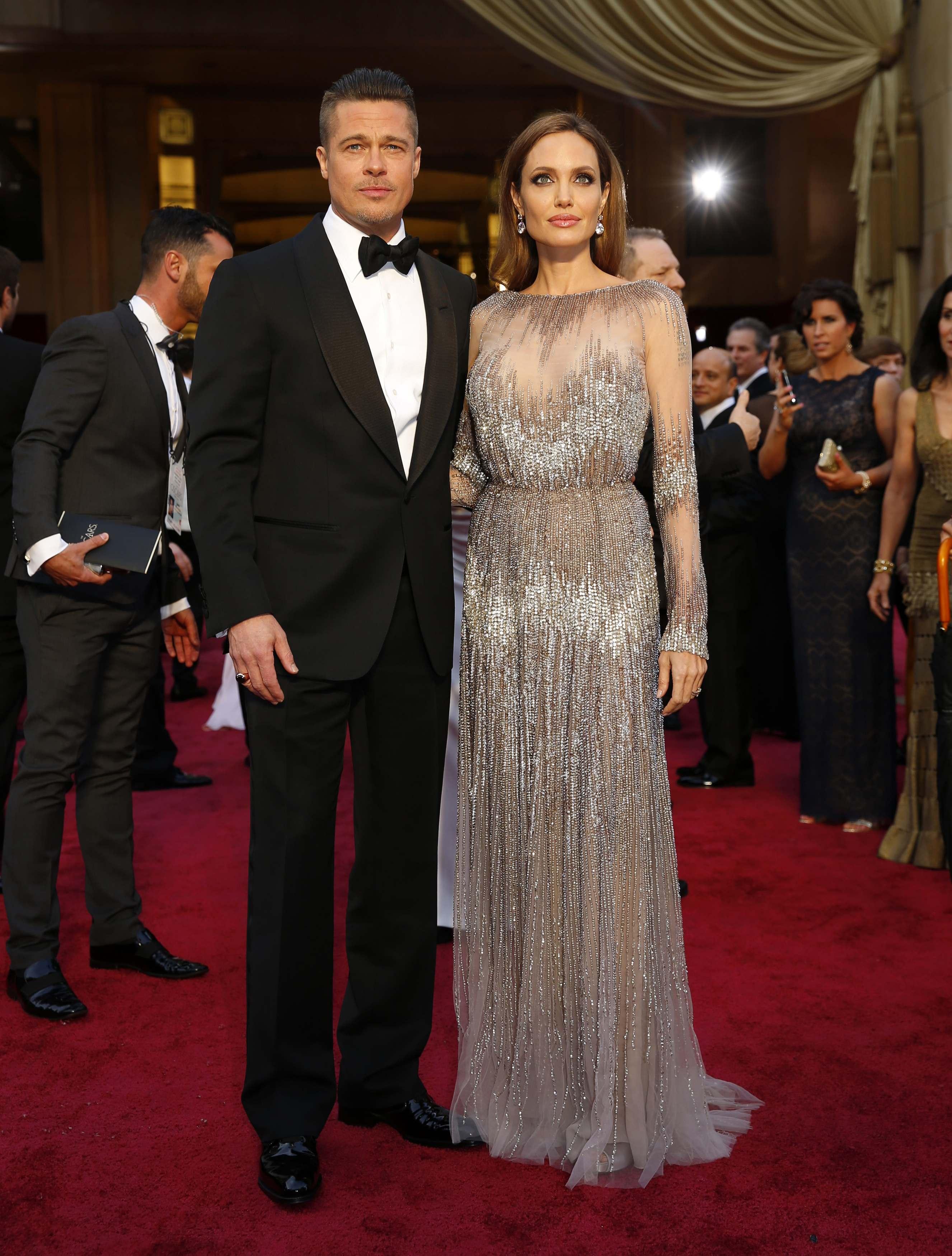 Brad Pitt và Angelina Jolie đẹp đôi bên nhau trên thảm đỏ. Ảnh: AP/Reuters