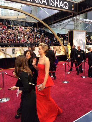 Jennifer Lawrence trong đầm đỏ quyến rũ
