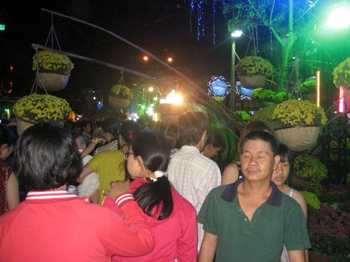 Chen chân ở đường hoa lần đầu tiên tổ chức ở Cần Thơ