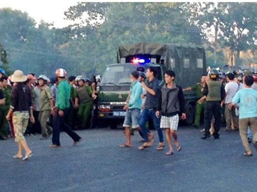 Xem... công an đấu sung với côn đồ ở Bình Thuận