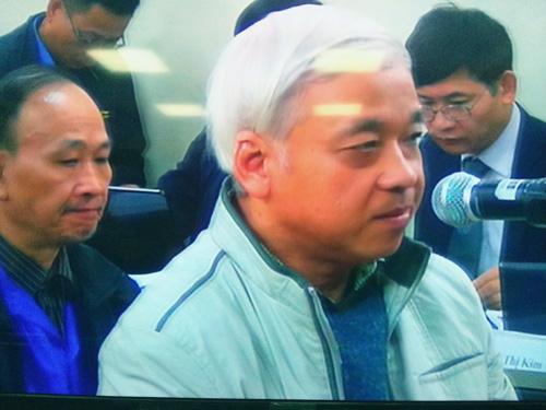 Nguyễn Đức Kiên (bầu Kiên) trình bày tại tòa rằng không tin bị Hòa Phát tố cáo - Ảnh chụp qua màn hình