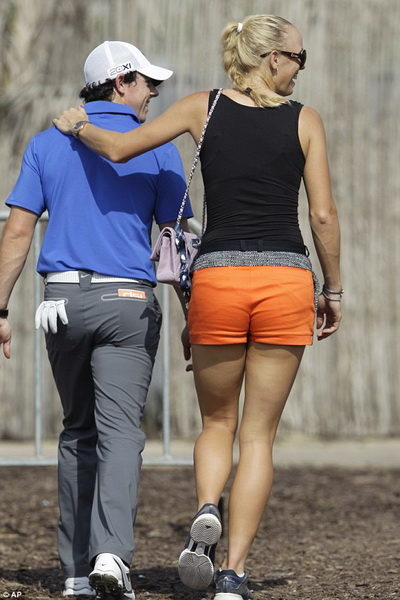 Wozniacki cao hơn McIlroy đến 4 cm