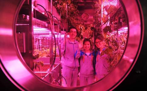Nhóm nhà khoa học Trung Quốc tình nguyện ở trong phòng thí nghiệm kín 105 ngày