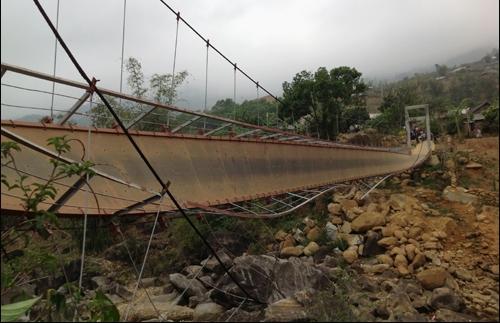 Cây cầu treo này mới được khánh thành đưa vào sử dụng được hơn 1 năm