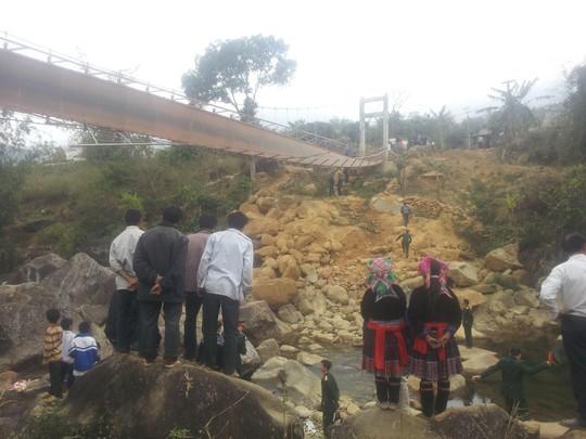 Hiện trường vụ lật cầu treo Chu Va 6 khiến 8 người chết, 38 người bị thương