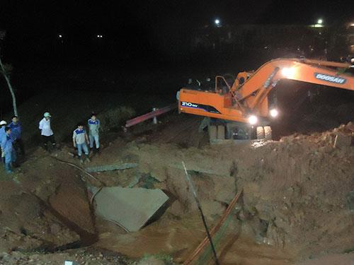 Đường ống dẫn nước sông Đà đã bị vỡ 5 lần Ảnh: Hà Phương