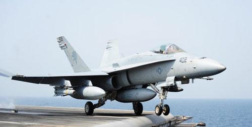 Loại máy bay chiến đấu F/A-18 Hornet tham gia không kích ở Iraq có giá từ 30-50 triệu USD tùy theo phiên bản Ảnh: US NAVY