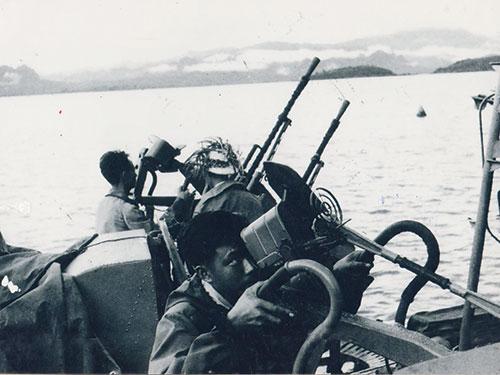 Những người lính hải quân rất trẻ làm nên chiến thắng trận đầu. Ảnh: Bảo tàng hải quân