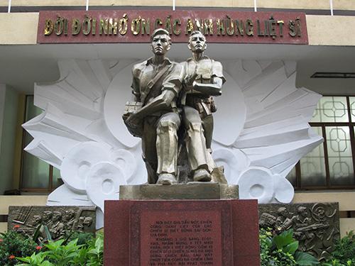 Tượng đài tưởng niệm các chiến sĩ đội 4 - Biệt động Sài Gòn trong trận đánh vào Đài Phát thanh Sài Gòn dịp Tết Mậu Thân (1968)Ảnh: PHẠM DŨNG