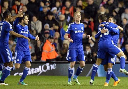 Chelsea mạnh mẽ tiến bước ở giải Ngoại hạng mùa này