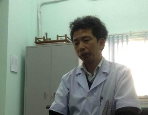 Ông Thái Phong Vũ, Phó Giám đốc BV Đa khoa Kỳ Anh, trao đổi cùng báo chí