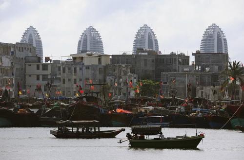 Tàu cá Trung Quốc trên một bến cảng. Ảnh: Reuters