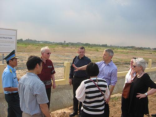 Các chuyên gia khảo sát thực tế về tình trạng xử lý chất độc dioxin tại sân bay Biên Hòa