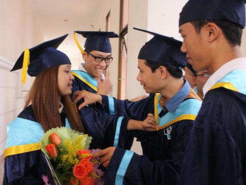 Sinh viên Trường ĐH Bách khoa (ĐHQG TP HCM) trong lễ tốt nghiệp Ảnh: GIA thùy
