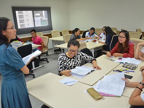 Sinh viên Trường ĐH Hoa Sen trong giờ học tiếng Anh Ảnh: TẤN THẠNH