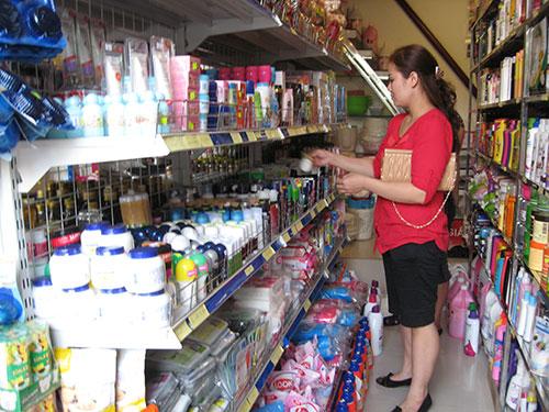 Hóa mỹ phẩm là mặt hàng phổ biến ở các cửa hàng bán đồ Thái Lan tại Hà Nội