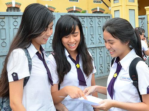 Học sinh Trường THPT Nguyễn Thị Minh Khai (TP HCM) sau kỳ thi tốt nghiệp THPT năm 2014.              Ảnh: TẤN THẠNH